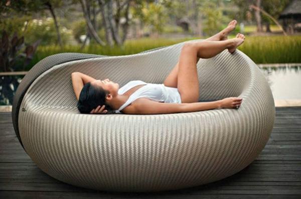 lounge-möbel-outdoor-extravagantes-bett