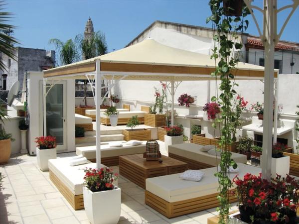 lounge-möbel-outdoor-in-weißer-farbe