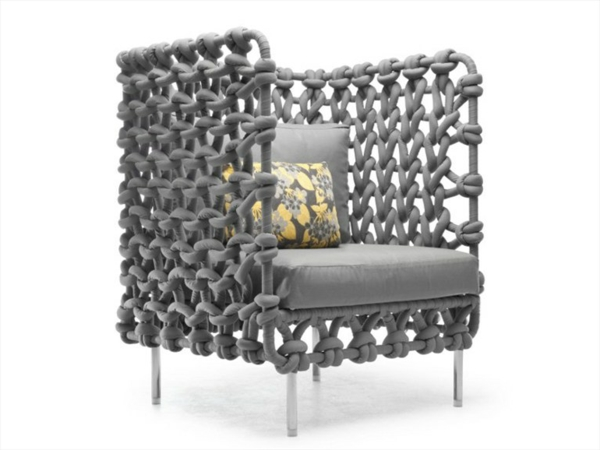 lounge-möbel-outdoor-modernes-graues-sessel
