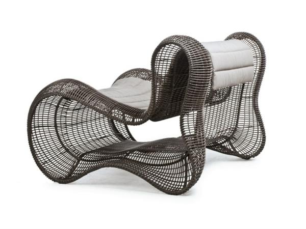 lounge-möbel-outdoor-sessel-mit-interessanter-form