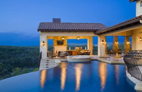 luxuriöses-design-vom-fertigschwimmbecken