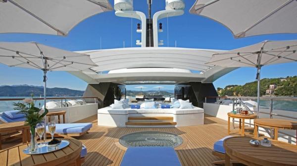 luxuriösische-yachte-modern-erscheinen