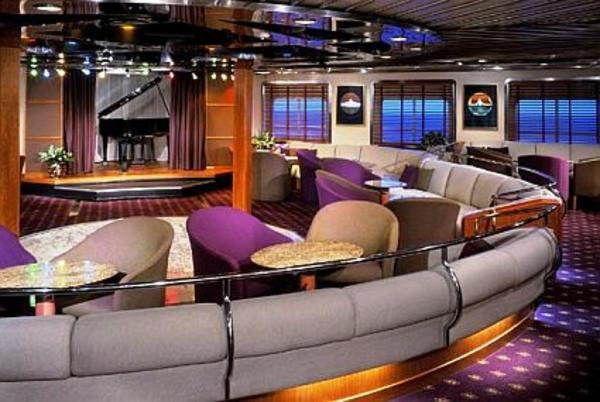 luxuriösische-yachte-moderne-innengestaltung