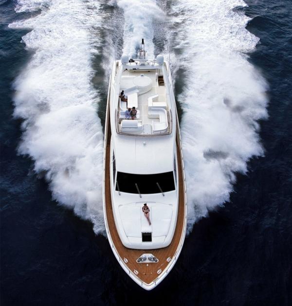 luxusyachten-foto-von-oben-genommen