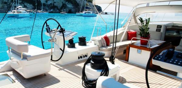 luxus yachten-modern-und-schön-aussehen