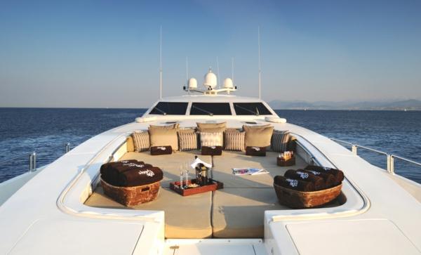 luxus yachten-ultramodernes-design
