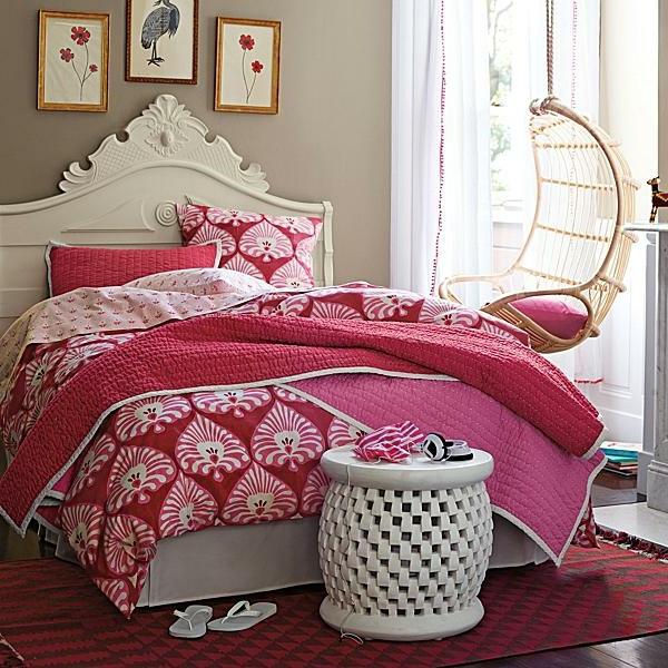 märchenhaftes-Schlafzimmer-in-Rosa