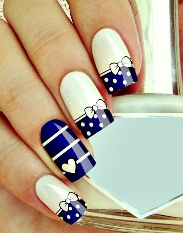 maritime-Design-Fingernägel-Blau-Weiß