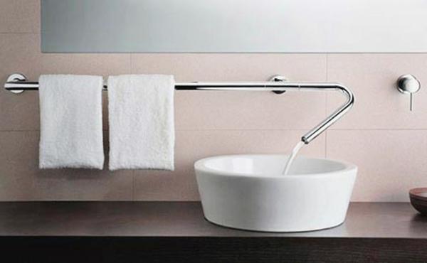 minimalistisches-badezimmer-mit-einem-originellen-designer-waschbecken
