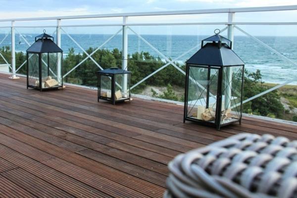 Terrassendiele-aus-Bambus-moderne--Bambus-Terrassendielen-Laternen