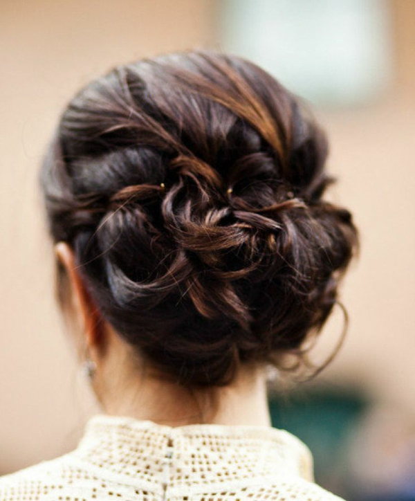 moderne-Frauenfrisur-Idee-für-die-Hochzeitsfrisur