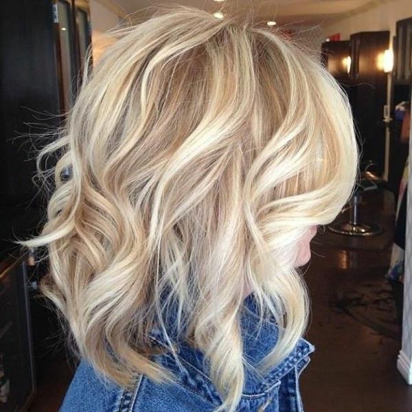 moderne-Frisuren-für-Frauen -mit-kurzen-Haaren