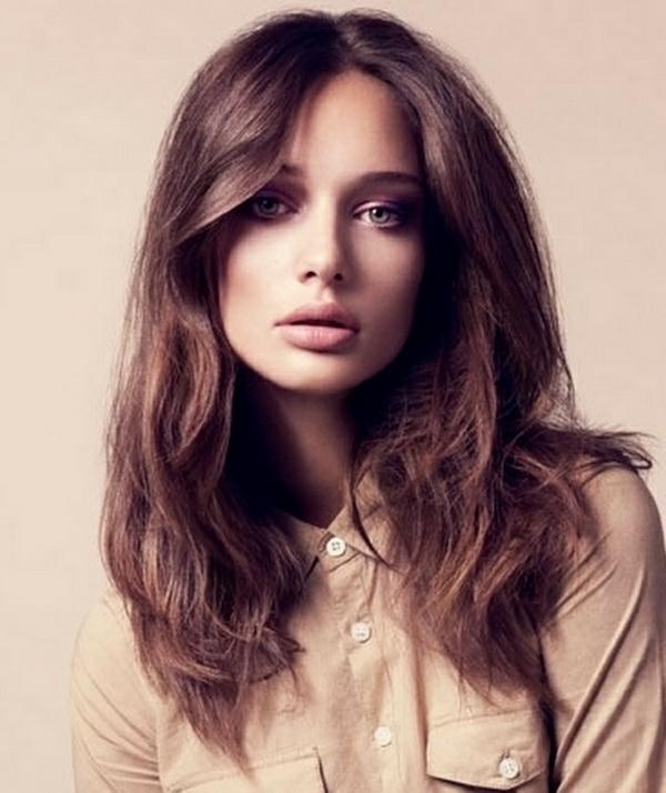 moderne-Frisuren-für-Frauen -mit-langen-Haaren