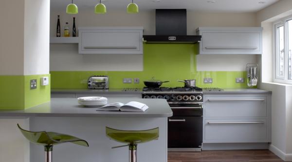 moderne-Küche-Wandgestaltung-Grün