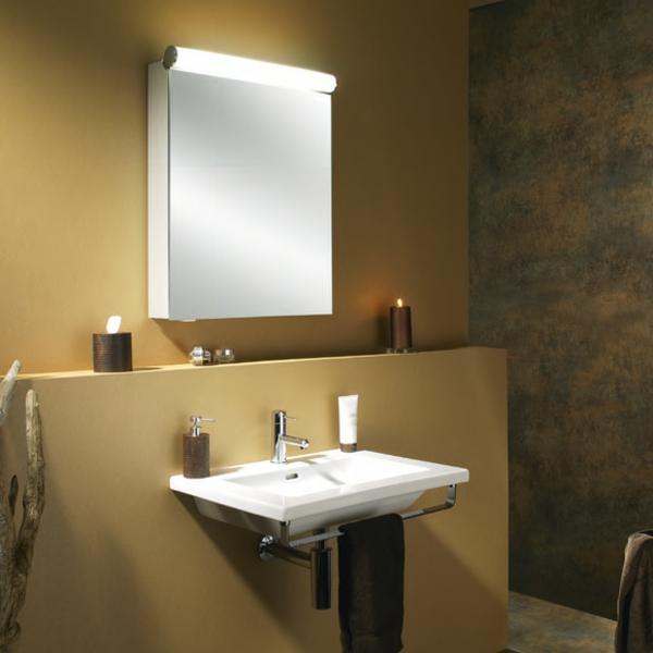 moderne--Spiegelschränke-mit-Beleuchtung-gelbe-Wände