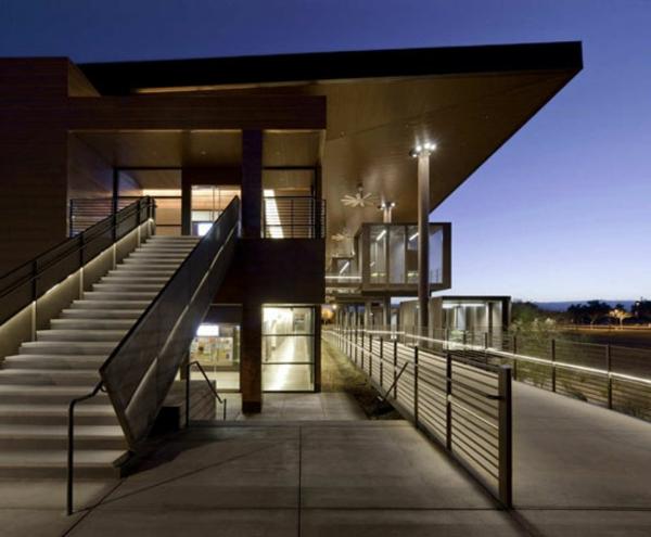 moderne-kreativ-gestaltete-treppengeländer-für-außen