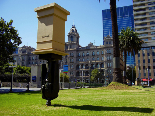 moderne-skulpturen-charles-la-trobe-melbourne-australien