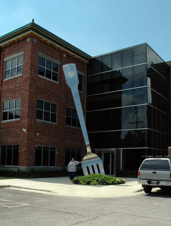 moderne-skulpturen-gigantische-gabel-springfield-missouri