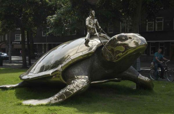 moderne-skulpturen-suchen-nach-utopie-amsterdam-niederlanden