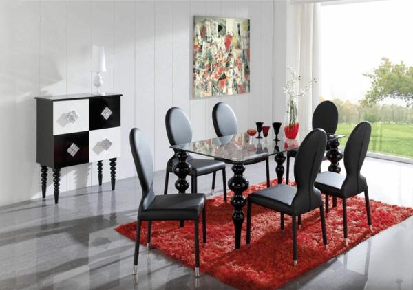 moderne-stühle-für-esszimmer-auf-einem-roten-teppich