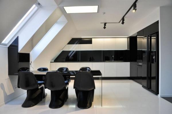 moderne-stühle-für-esszimmer-in-einer-coolen-wohnung