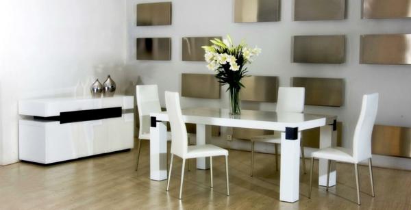 moderne-stühle-für-esszimmer-in-weiß-ausgestattet