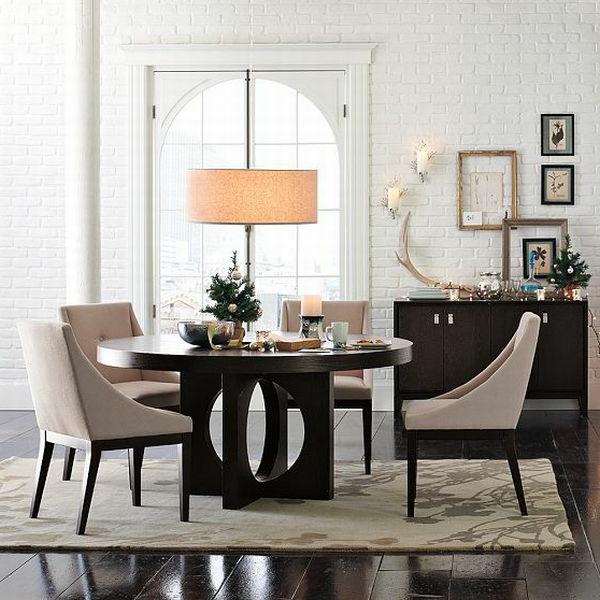 moderne-stühle-für-esszimmer-mit-bildern-an-der-wand