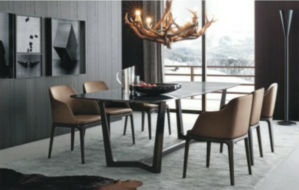 moderne-stühle-für-esszimmer-mit-einem-eleganten-kronleuchter