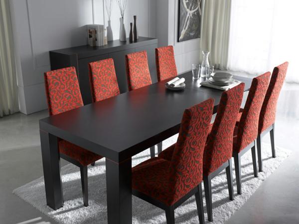 moderne-stühle-für-esszimmer-mit-einem-großen-esstisch
