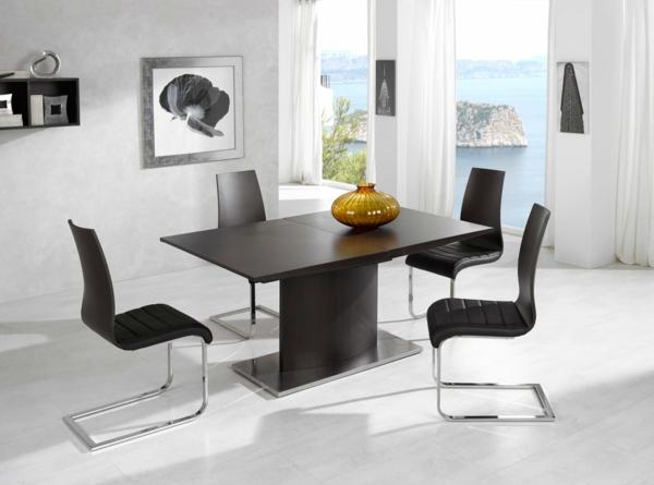 moderne-stühle-für-esszimmer-mit-einem-quadratischen-tisch