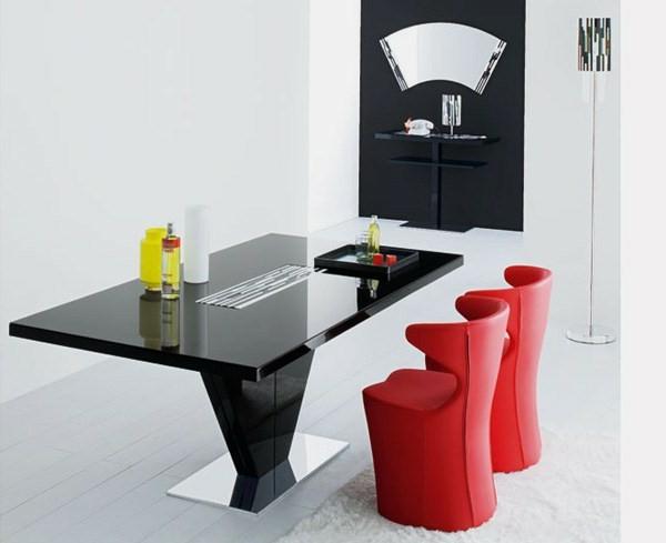 moderne-stühle-für-esszimmer-mit-einem-schwarzen-schicken-tisch
