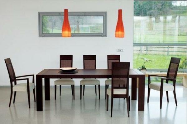 moderne-stühle-für-esszimmer-zwei-hängende-orange-lampen