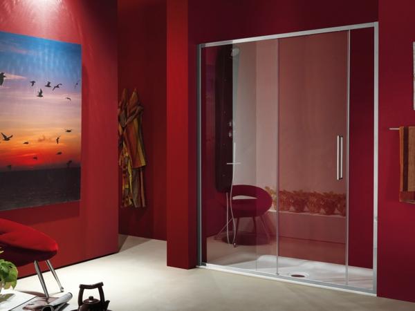 moderne-stilvolle-Duschkabinen-im-Badezimmer-Rot