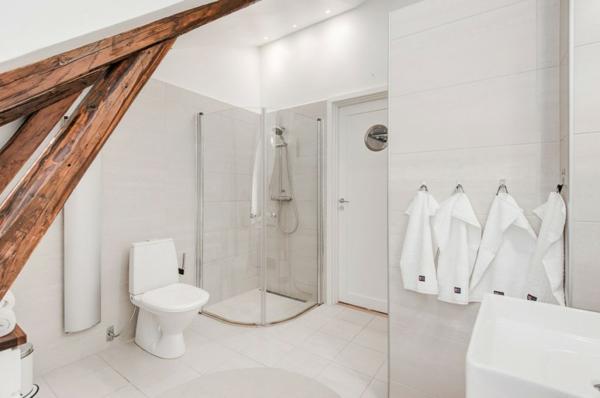 modernes-Dachgeschoß-modernes-Design-im-Badezimmer