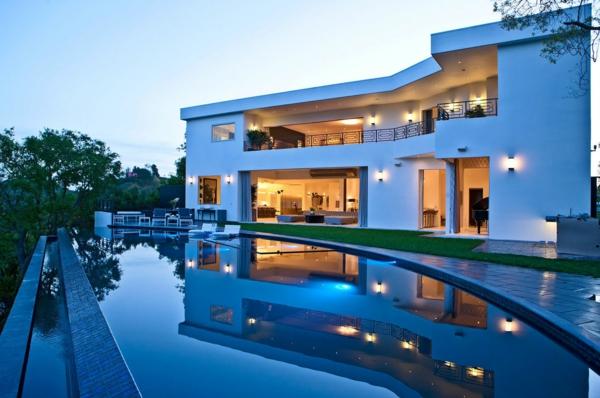 modernes-Ferienhaus-mit-großem-Pool