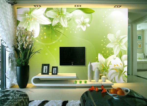 modernes-Wohnzimmer--Wand-.in-Grüntönen-und-weiße.-Blumen