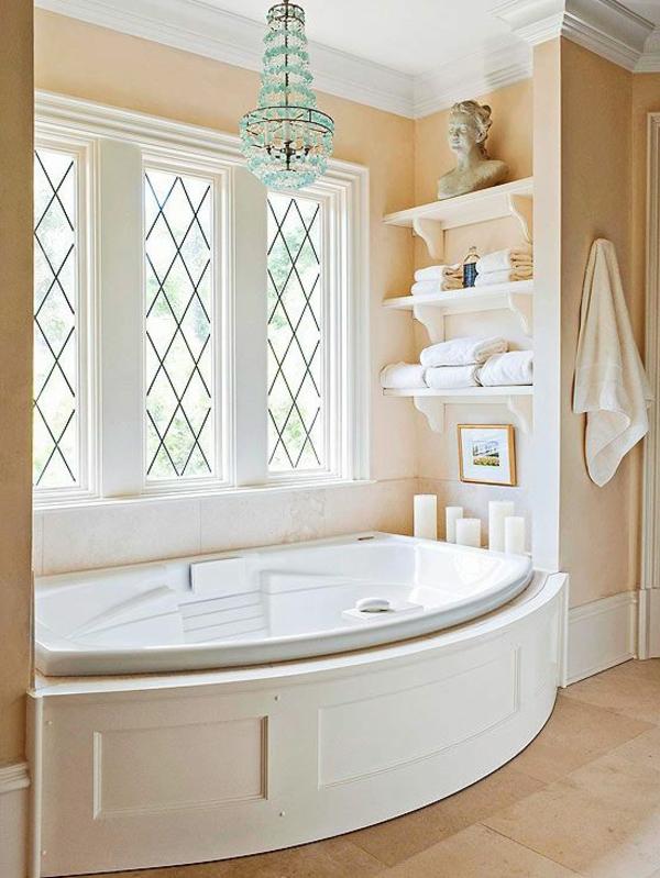 modernes-badezimmer-mit-fenster
