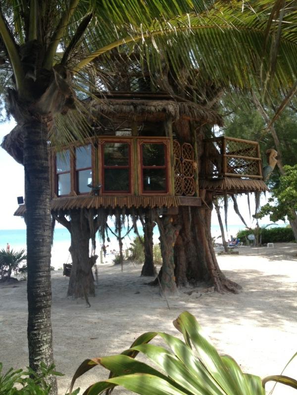 Haus-aus-Holz-am-Strand