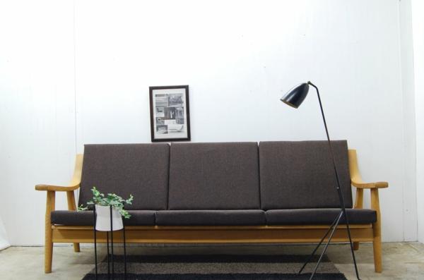 nordische-möbel-braunes-sofa