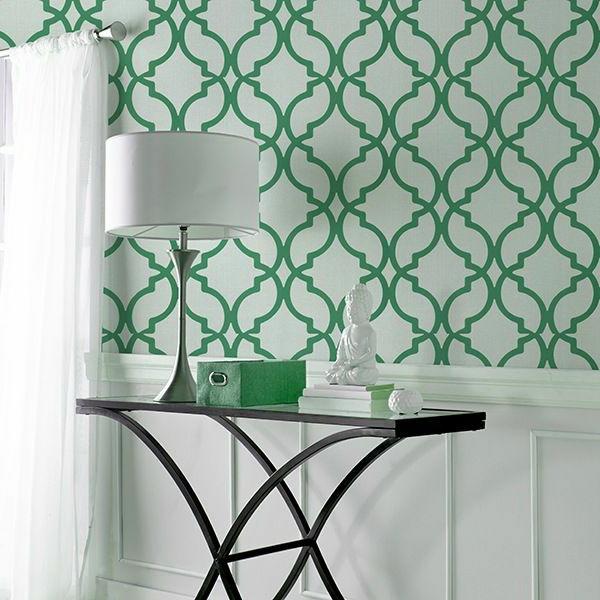 originelle-Wandgestaltung-Grün-im-Flur