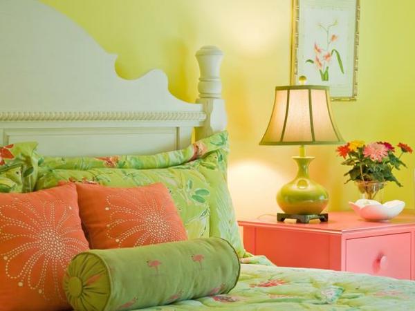 originelle-gelbe-farbgestaltung-im-schlafzimmer