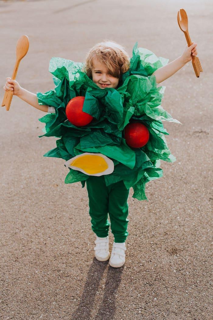 originelle ideen halloween kostüme mit sachen die man zuhause hat salat kostüm kleines kind kreative inspiration kostüm verkleidung