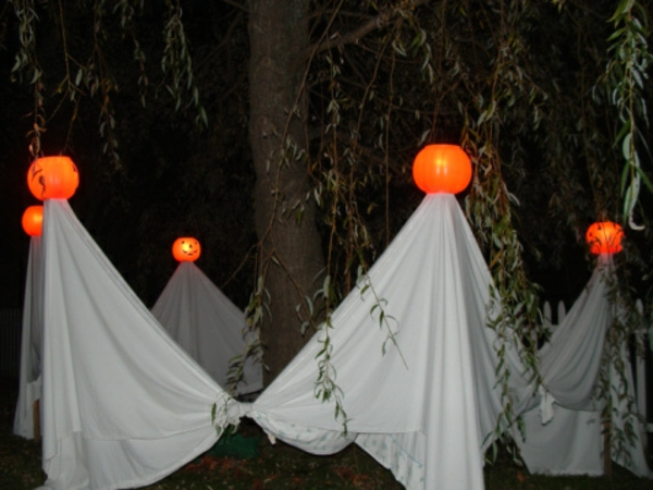 outdoor-halloween-party-decorations-1-resized