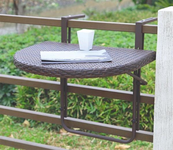 praktischer-Rattan-Klapptisch-für-den-Balkon