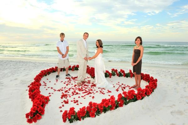 romantische-ideen-am-strand-hochzeit-feiern
