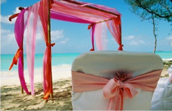 romantische-ideen-am-strand-rosige-gardinen