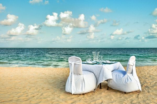 romantische-ideen-am-strand-weiße-möbel