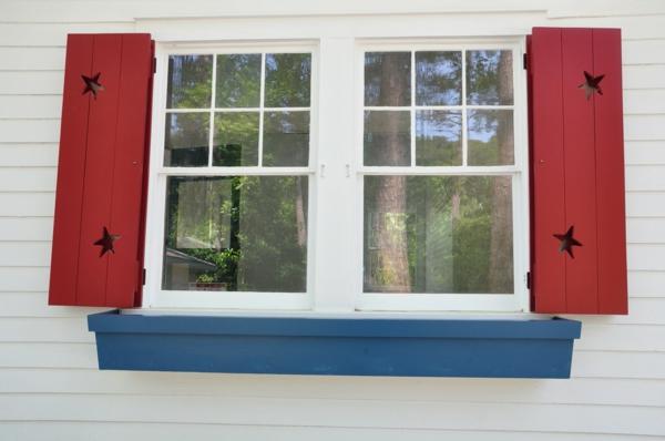 rote-Holz-Fensterlaeden