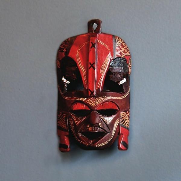 rote-afrikanische-masken