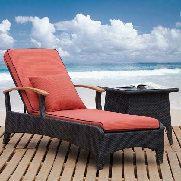 roter-liegestuhl-lounge-möbel-outdoor